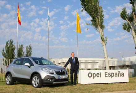 Gute Entscheidung: Opel-Vorstandsvorsitzender Dr. Karl-Thomas Neumann verkündet, dass der Opel Mokka ab 2014 in Europa gefertigt wird.