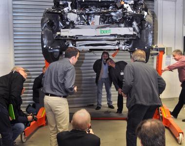 Bei einer Presseveranstaltung der BASt wurden am 20. Oktober 2014 die Ergebnisse internationaler Forschungsprojekte zur Elektromobilität sowie ein gecrashtes Elektrofahrzeug präsentiert (Foto: BASt)