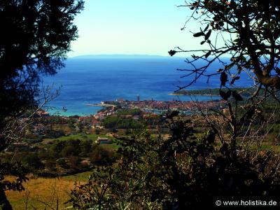 Blick auf die Altstadt der kroatischen Insel Rab.