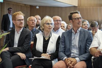 Ausgezeichnete Forscher auf dem Gebiet der Kardiomyopathie: Dr. Timon Seeger (r.) und Dr. Marc Lemoine (l.) mit der Stifterin Ursula Winterstein (M.), Foto: DHS/Andreas Malkmus