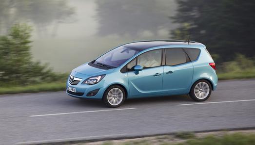 Opel stellt schnell und unbürokratisch Fahrzeuge für Flutopfer zur Verfügung (Bild: Adam Opel AG)