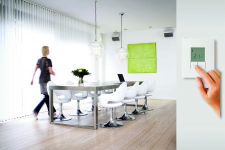 Smart, umweltf reundlich und wohnkomfortabel: Bedarfsorientiert heizen mit Einzelraumregelung / © Wärme+/DEVI