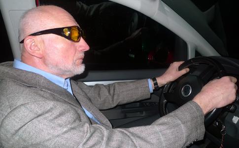 Autofahren im Alter: Günstige Spezialbrille verspricht Hilfestellung