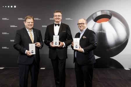 """Die Nominierten für den Sonderpreis """"Ressourceneffizienz"""" 2018: HEINZ-GLAS GmbH & Co. KGaA, DSD-Duales System Holding GmbH & Co. KG, IKEA Deutschland GmbH & Co. KG. Fotograf: Jochen Rolfes"""