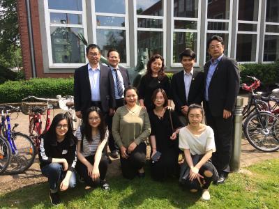 Die Delegationsmitglieder aus Shanghai trafen sich mit den ECNU-Studierenden, die ein Austauschjahr an der Hochschule Bremen verbringen