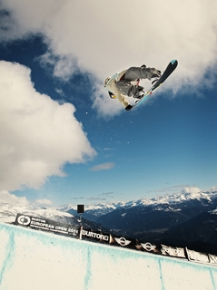 MINI provides space for creative leaps. Partnership with snowboard manufacturer Burton and competition for the Creative Use of Space Award kick off in Laax, Switzerland
