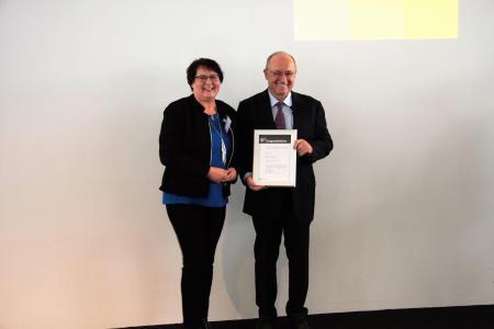 Preisträgerin Bettina Maas absolvierte ihre SAP-Weiterbildung bei der WBS Training / Bildrechte: SAP