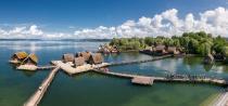 Blick auf das 23 Häuser umfassende Freilichtmuseum in Unteruhldingen am Bodensee