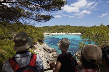 """Relaxt in Menorcas Natur eintauchen: Wanderer erleben die Insel """"aktiv & entspannt"""""""