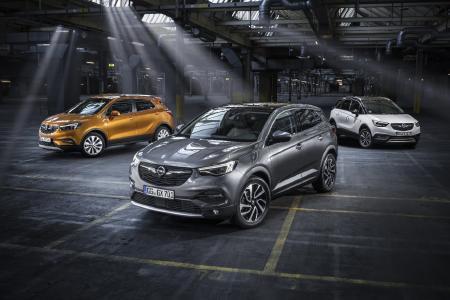 Die Opel-X-Familie in Frankfurt: Zu den Highlights von Opel-X-Ville auf der IAA zählt die Weltpremiere des SUV Grandland X – hier flankiert von Mokka X (links) und Crossland X