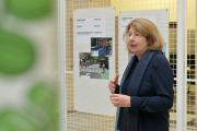 Kuratorin Dr. Annette Becker, DAM, beim Rundgang durch die Ausstellung Fahr Rad! / Copyright mbfotografie/ Die Sparkasse Bremen