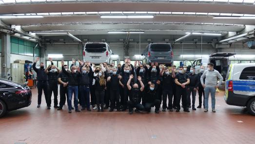 Service Award 2020: Das Werkstatteam von Neils & Kraft freut sich über den ersten Platz. Das Gießener Unternehmen wurde 1927 gegründet und ist Partner von Mercedes-Benz / Quelle: Jan Rosenow/»kfz-betrieb«