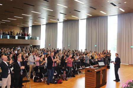 Prof. Dr. Andreas Bertram wünschte in der Aula des Campus Westerberg den Erstsemestern einen guten Start ins Studium