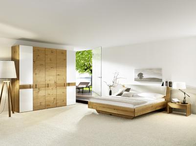 Ein Klassiker der Wohnkultur neu aufgelegt – Massivholzmöbel in ...