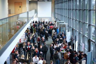 Lübecker Karrieretag im Audimax auf dem Lübecker Wissenschaftscampus (Bilder: FH Lübeck)