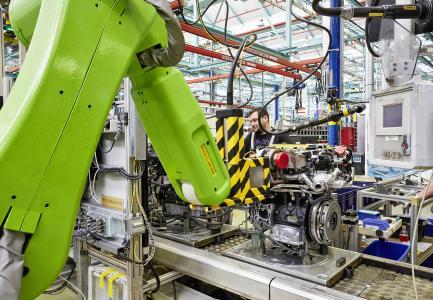 Made in Germany: Der OXE-Außenborder basiert auf dem Zweiliter-Dieselmotor, den Opel im Werk Kaiserslautern fertigt / Foto: Adam Opel AG
