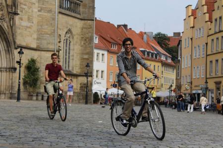 Fühlen sich wohl in der Friedensstadt: Die Studierenden der Osnabrücker Hochschulen können sich vorstellen, auch nach dem Studium in der Region zu bleiben / Foto: Hochschule Osnabrück