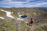 3-Stiefel-Kategorie: Wer sich auspowern will, trekkt mit anderen Outdoorfreaks in Österreich oder Frankreich. (Foto Ostalpen, auf dem Weg zum großen Degenhorn)
