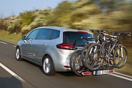 Opel Zafira Tourer mit FlexFix: Der variable Kompaktvan kann bis zu vier Fahrräder satteln