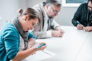 """Teilnehmende am Themenforum 2 """"Wege zur Gewinnung und Unterstützung nichttraditioneller Studierendengruppen auf dem Weg ins Studium und Stärkung der beruflichen Kompetenzen"""". (Foto: Hochschule Osnabrück / Julius Gervens)"""