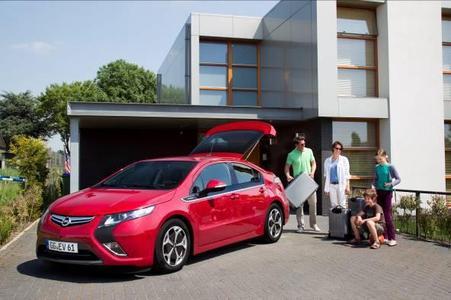 """Ausgezeichnet: Mit dem """"e-Car Award 2011"""" gewinnt der Opel Ampera, das erste europäische Elektrofahrzeug mit  Reichweitenverlängerung, einen weiteren Preis"""