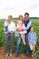 Christina Dietmayr und Timo Burger, Geschäftsführung Burgi's, mit der nächsten Generation