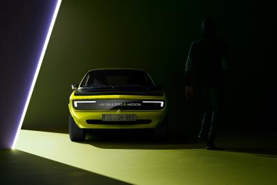 New Opel Manta GSe ElektroMOD Shows Beaming Smile