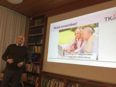 Michael Neske von der EDV-Firma TK-Med stellt ein System zur digitalen Kommunikation für den möglichen Einsatz im Netzwerk vor