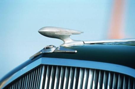 Symbol des Fortschritts: Seit 1934 tragen Opel- Modelle den stilisierten Zeppelin als Kühlerfigur – ab 1935 auch der Olympia