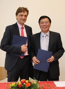 Nicht nur in der Lehre, auch in der Forschung wollen die beiden Hochschulpräsidenten in Zukunft stärker kooperieren