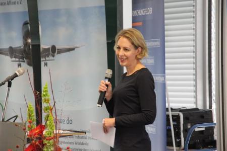 Julia von La Chevallerie moderierte die Veranstaltung. Quelle: TH Wildau / Bernd Schlütter
