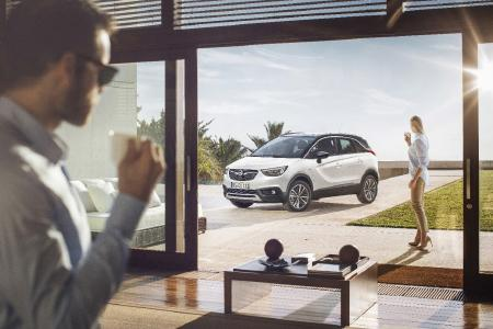 X-tremely cool: From the front, the Crossland X confidently displays a prominent grille with shining Opel Blitz
