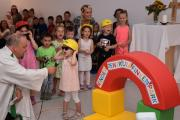 Mädchen und Jungen aus dem Kindergarten des Kinderzentrums Finkenpark führten bei der Einweihung vor, worauf es bei einer Baustelle ankommt