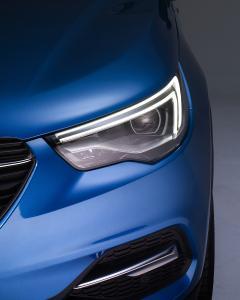 Charakteristischer Weitblick: Die adaptiven Voll-LED-Scheinwerfer des Opel Grandland X