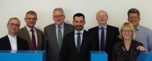 Das ZdK-Präsidium (v. l. n. r.): Erzbischof Dr. Stefan Heße, Dr. Christoph Braß, Prof. Dr. Thomas Sterrnberg, Marc Frings, Dr. Stefan Vesper, Karin Kortmann, Wolfgang Klose