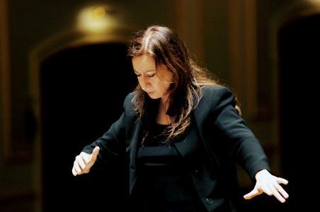 Simone Young dirigiert Uraufführung und Urfassung- Shooting-Star Martin Grubinger zu Gast bei den Philharmonikern