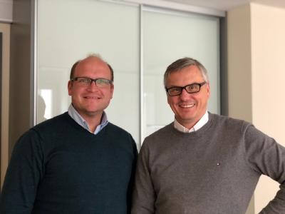 Marco Schulz, Geschäftsführer meinhoergeraet.de | Prof. Dr. Dr. Ulrich Hoppe, Leiter Audiologische Abteilung der HNO-Klinik des Universitätsklinikums Erlangen