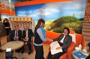 Die Bundesminister Dr. Peter Ramsauer und Ilse Aigner besuchten den Mecklenburg-Vorpommern-Stand auf der ITB Berlin 2012 (Foto: Frank Donati)