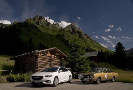 Vergangenheit trifft Gegenwart: Der Opel Commodore A GS/E neben seinem neuzeitlichen Pendant Opel Insignia GS