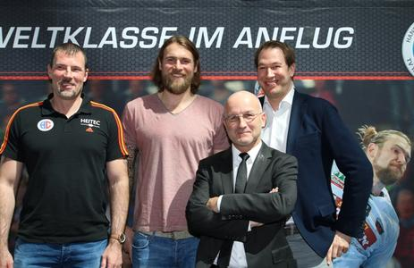 HC-Cheftrainer Robert Andersson, Pavel Horák, Ulrich Liebe, Gechäftsführer BAUHAUS und Stefan Adam, Geschäftsführer HC Erlangen (Foto: hl-studios, erlangen)