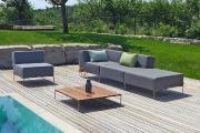 Design Loungetisch Outdoor ISY auf der Terrasse