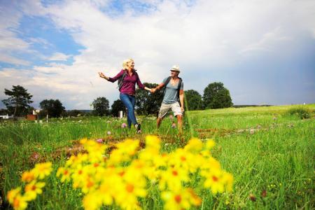 Wandern in der reizvollen Gegend rund um Bad Gögging.  © Tourist-Information Bad Gögging