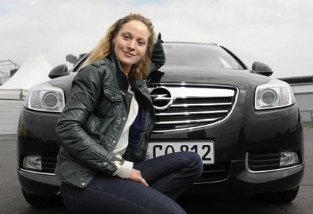 Jeanette Hain und ihr Opel Insignia ? ein vielseitiges Paar