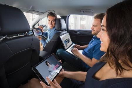 Top connectivity and entertainment: With Opel OnStar on board, up to seven mobile devices can be online in the vehicle