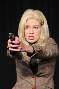 """Lara Goldstein als Paula aus dem Stück """"Diesseits"""" von Thomas Jonigk in """"2000plus"""" / Fotos Hochschule Osnabrück"""
