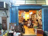 Shop in Old Town Central (c) Hong Kong Tourism Board