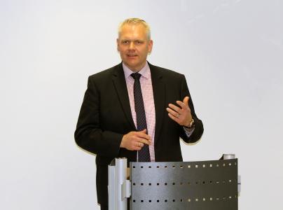 Minister Björn Thümler bei seiner Ansprache zur EFRE-Bescheidübergabe / Foto: Holger Schleper, Hochschule Osnabrück