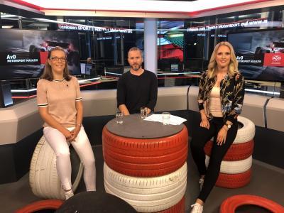 "Studio-Szene des ""AvD Motor & Sport Magazin"" auf Sport1 mit Expertin Bianca Garloff, Ex-Formel-1-Pilot Nick Heidfeld und Moderatorin Ruth Hoffmann (v.l.)"