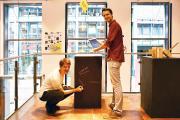 """Die Preisträger Janusz Kendel (HfK) und André Mey (HSB) mit ihrem Entwurf """"AusBauHaus"""" für Umnutzung und Umbau des ehem. Horten-Kaufhauses"""