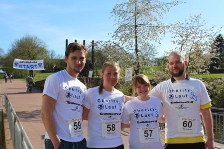 Santina Hildebrandt (3.v.l.) ist gemeinsam mit ihren Kommilitonen (v.l.) Tobias Kowalk, Katharina Quindt und Ruben Brunsch zum 11. Charity-Lauf gekommen